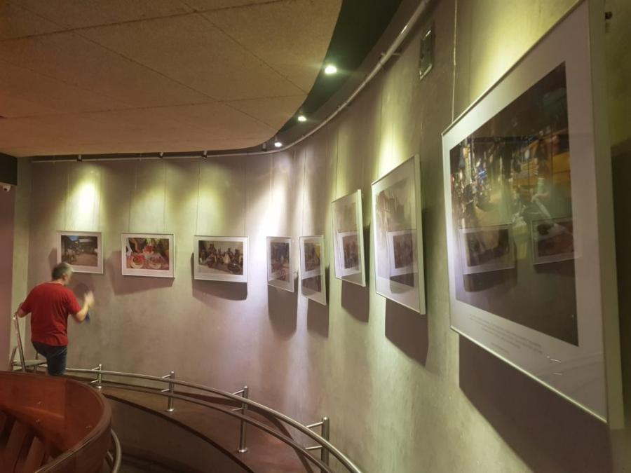 Wystawa fotografii Artur Radeckiego. Filipiny. Wyprawa po zdrowie.